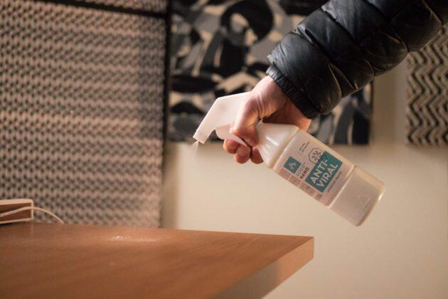 Pindade desinfitseerimine ja puhastamine Anti-Viral spreiga